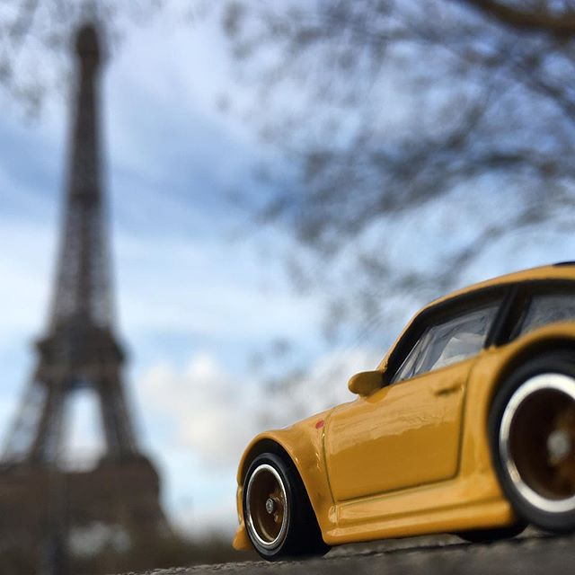 toy.inc porcshe and eiffel tower