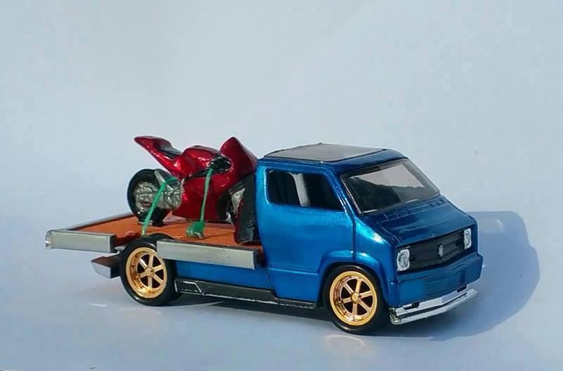 Kane Gibson Custom Dodge Van Comp winner