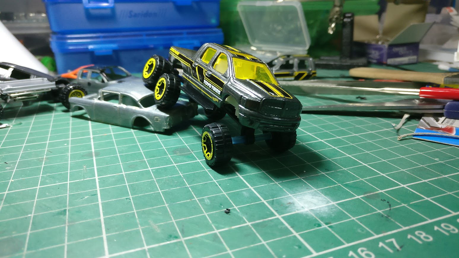 how to make suspension hot wheels