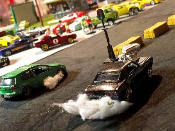 hotrod_crazy-custom-golf-v-camaro-diorama-burnout
