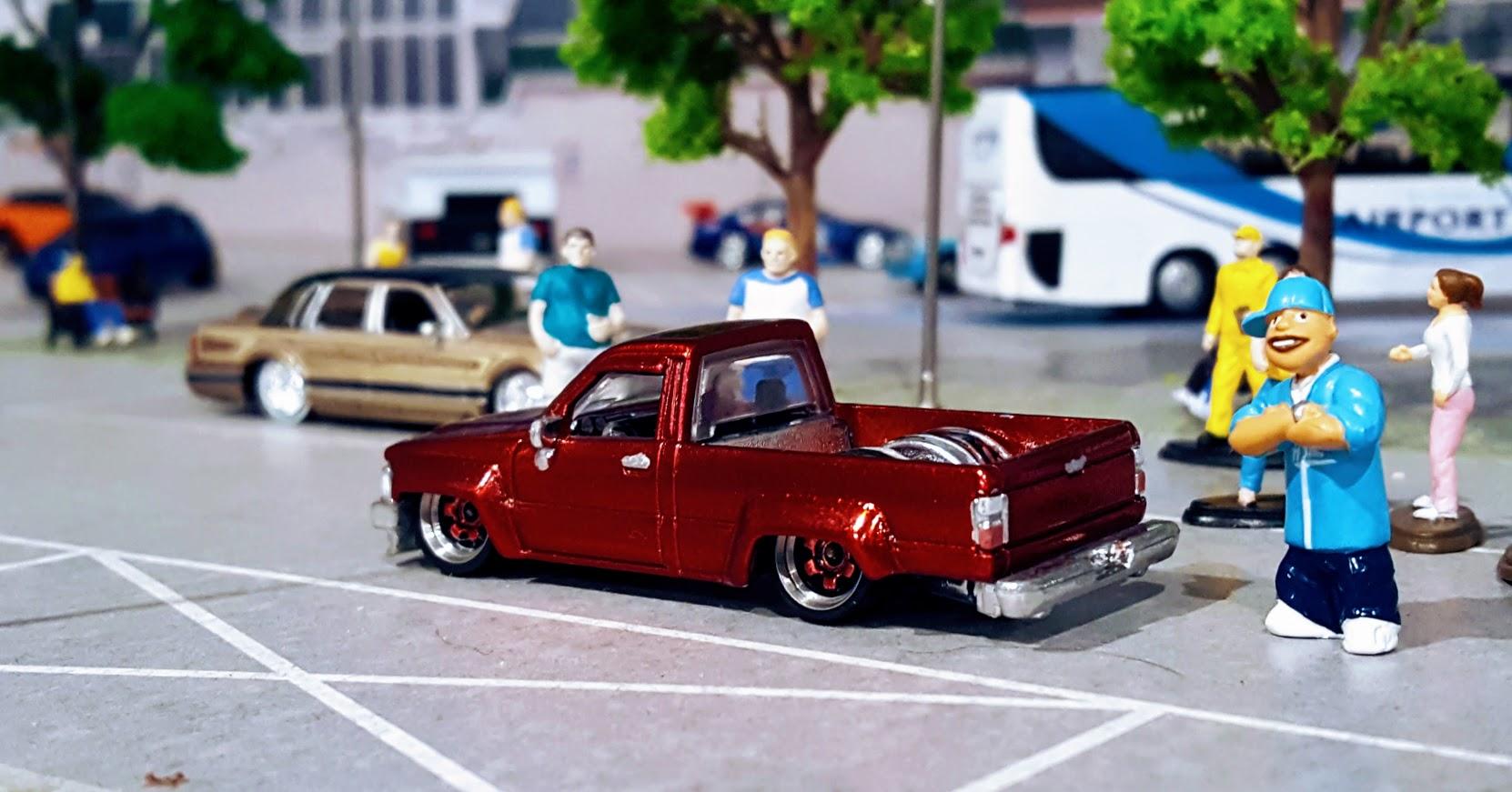 Slammed Toyota Hilux - The Lowlux | My Custom Hotwheels