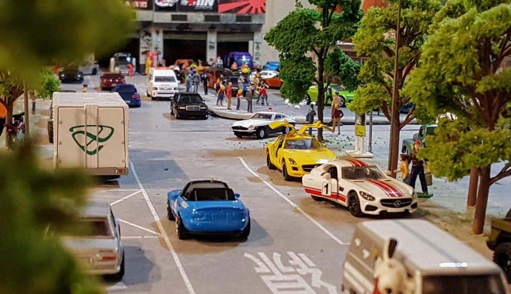 TP war on the Hot Wheels Diorama